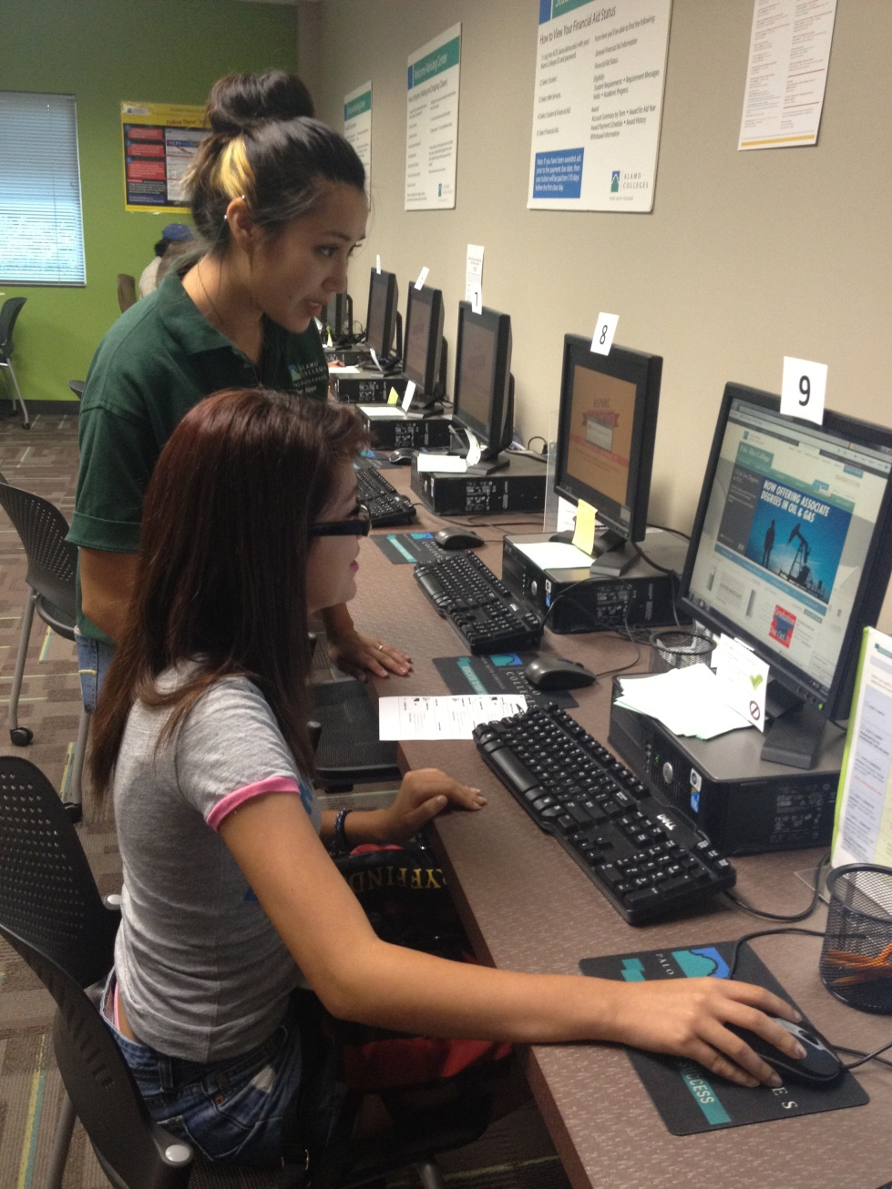 Photo of Palo Alto College Peer Adviser assisting student.