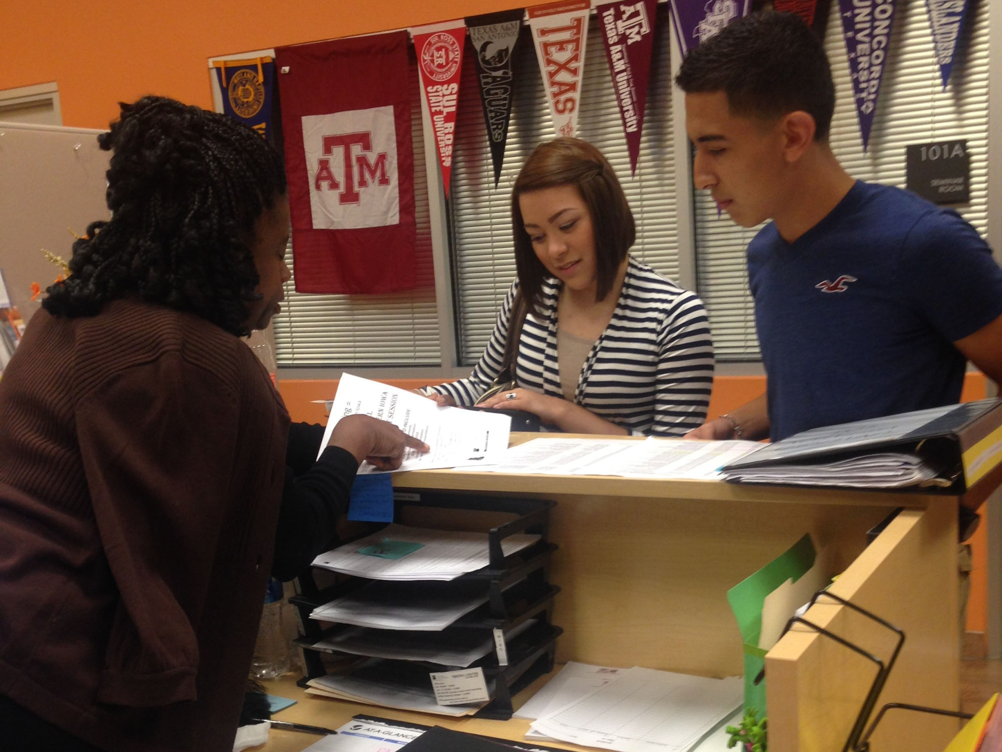 Palo Alto Students getting information from The Center for Academic Transitions.