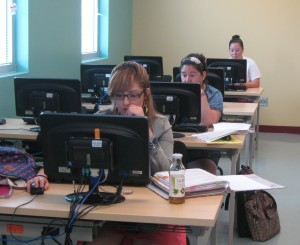 Photo of Palo Alto students take advantage of the college's Writing Center.