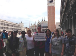 Photo of Sabra Booth, Jacquelyn Carroll, Cindie Kidwell, Linda Iglehart, Keisha Gonzales, Megan Meyers and Marcus Langham explore the streets of Italy.